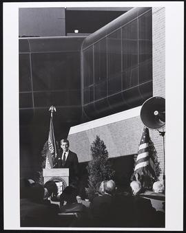 John C. Danforth speaking at the Clinical Sciences Research Building dedication ceremony.