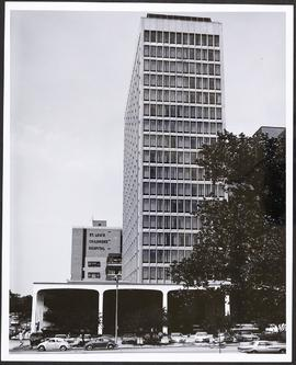 Exterior view of Queeny Tower, Barnes Hospital.