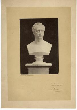 Bust of Hermann Helmholtz.