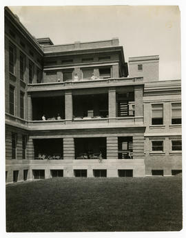 Barnes Hospital, view of patients and nurses on balconies outside of wards, c. 1914-1915.