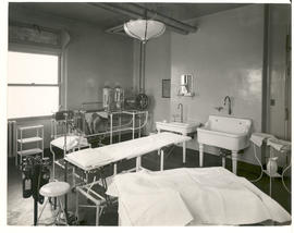 St. Louis Children's Hospital surgical dressing and operating room for minor surgery, c.1914-1915.