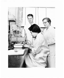 Oliver H. Lowry, Helen B. Burch, and an unidentified woman in a laboratory.