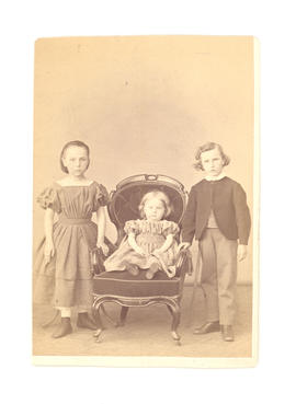 The three Baumgarten children: Johanna, Theodora (seated), and Gustav.