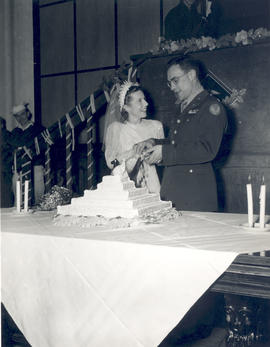 1st Lt. Carolyn Klingle and Major Edward C. Burtenshaw cutting their wedding cake.