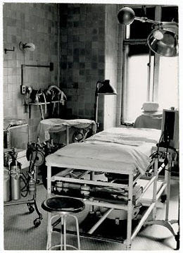 Interior view of a Barnes Hospital operating room.